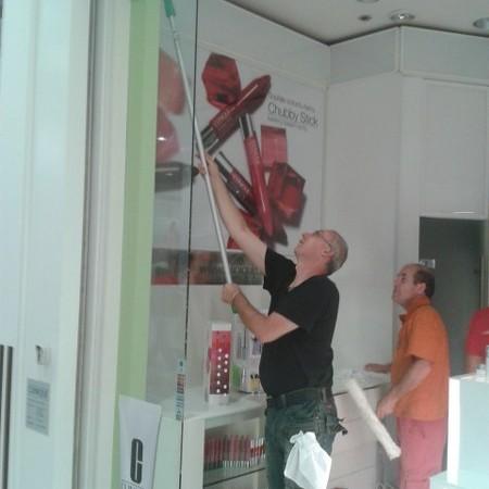 Wir putzen die Schaufenster und Fenster auch in der Höhe München
