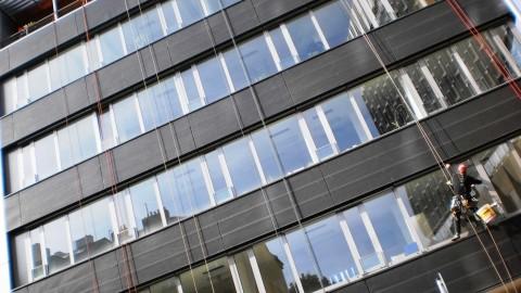 Gebäudereinigung und Fensterreinigung in Höhe